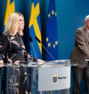 socialminister Lena Hallengren och Folkhälsomyndighetens generaldirektör Johan Carlson.  Christine Olsson/TT / TT NYHETSBYRÅN