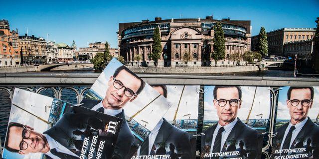 Valaffischer framför riksdagshuset. Tomas Oneborg/SvD/TT / TT NYHETSBYRÅN