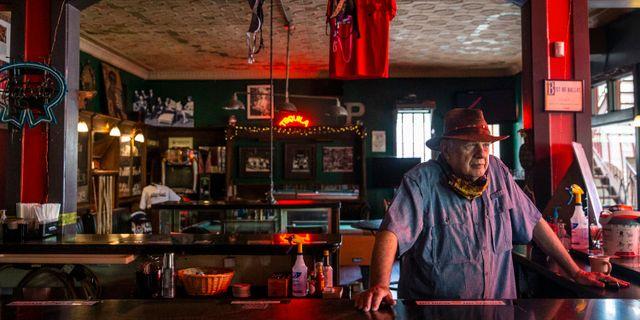 Illustrationsbild: Tom Garrison äger en bar i utkanterna av Dallas.  Lynda M. Gonzalez / TT NYHETSBYRÅN