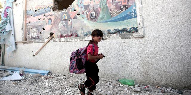 En flicka som bor i ett av UNRWA:s läger för palestinier.  / AA / TT / TT NYHETSBYRÅN
