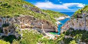 Stiniva Beach röstades fram till Europas finaste badstrand förra året. Welcome to Croatia