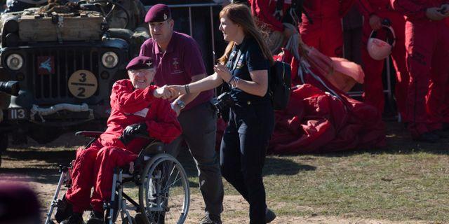 Sandy Cortmann efter att ha fallskärmshoppat ut från ett flygplan. Peter Dejong / TT NYHETSBYRÅN