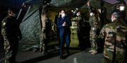 Emmanuel Macron besöker ett fältsjukhus i Mulhouse den 25 mars. Mathieu Cugnot / TT NYHETSBYRÅN