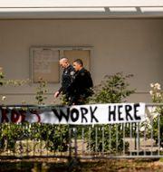 Poliser arbetar vid platsen.  Noah Berger / TT NYHETSBYRÅN