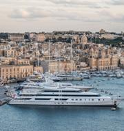 Lyxjakter på rad i Maltas huvudstad Valletta/Jeff Bezos. TT