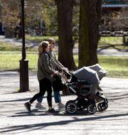 Kvinnor med barnvagn/Illustrationsbild Janerik Henriksson/TT / TT NYHETSBYRÅN