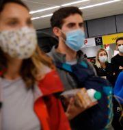 Resenärer på flygplatsen Orly i Paris i torsdags.  Christophe Ena / TT NYHETSBYRÅN