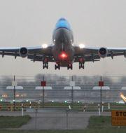 Plan lyfter från Schiphols flygplats. Arkivbild. Peter Dejong / TT / NTB Scanpix