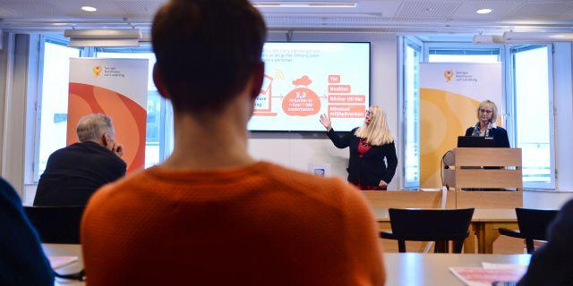 Annika Wallenskog, chefsekonom, och Lena Micko, SKLs ordförande,presenterar sin ekonomirapport under en pressträff Stina Stjernkvist/TT / TT NYHETSBYRÅN