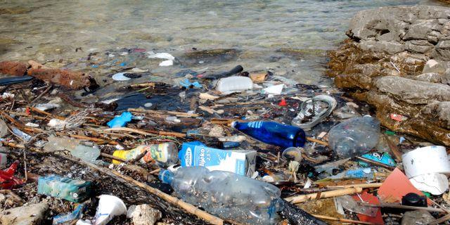 Arkivbild. Plastskräp vid strand i Kroatien.  Rolf Haid / TT / NTB Scanpix