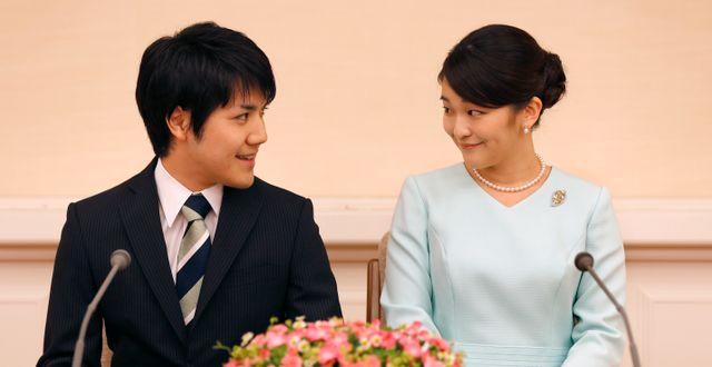 Kei Komuro och Mako av Akishino. Shizuo Kambayashi / TT NYHETSBYRÅN