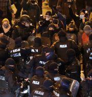 Polis ingriper mot abortförespråkare i Warszawa Czarek Sokolowski / TT NYHETSBYRÅN