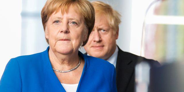 Merkel och Johnson. Axel Schmidt / TT NYHETSBYRÅN