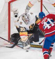 Robin Lehner stoppar pucken framför två Montreal-spelare Graham Hughes / TT NYHETSBYRÅN