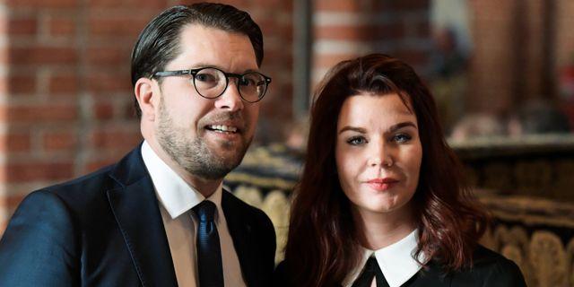 Sverigedemokraternas partiledare Jimmie Åkesson (SD) och sambon Louise Erixon (SD), som sedan hon blev kommunstyrelseordförande i Sölvesborg har uppmärksammats för den förda kulturpolitiken. Janerik Henriksson/TT / TT NYHETSBYRÅN