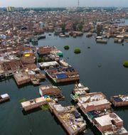 Översvämningar i Indien. Rajesh Kumar Singh / TT NYHETSBYRÅN