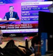Arkivbild: Tradare på börsgolvet på Wall Street. Richard Drew / TT NYHETSBYRÅN