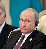 Dmitrij Peskov och Vladimir Putin. Alexei Nikolsky / TT NYHETSBYRÅN