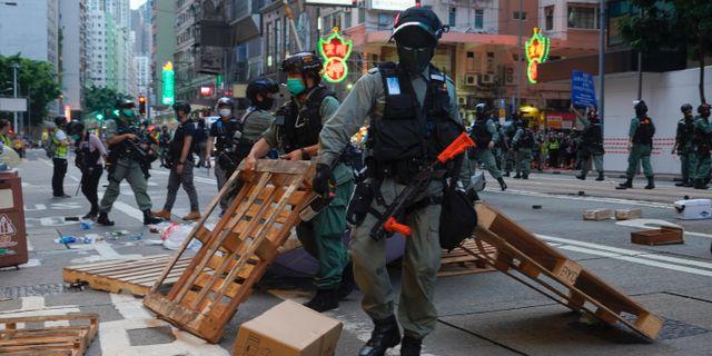 Protester i Hongkong under onsdagen. Vincent Yu / TT NYHETSBYRÅN