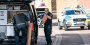 Polisens kriminaltekniker arbetar på Nedre Långvinkelgatan i centrala Helsingborg. Johan Nilsson/TT / TT NYHETSBYRÅN