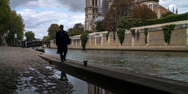 Höst i Paris.  Rafael Yaghobzadeh / TT NYHETSBYRÅN