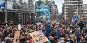 Klimatdemonstrationer utanför parlamentet i Bryssel. Geert Vanden Wijngaert / TT NYHETSBYRÅN