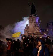 Demonstranter i centrala Paris. Lewis Joly / TT NYHETSBYRÅN