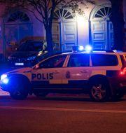 Arkivbild. Polisbil under utryckning i Göteborg.  FREDRIK SANDBERG / TT / TT NYHETSBYRÅN