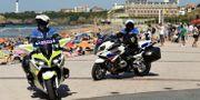 Polis på plats på strandpromenaden. BERTRAND GUAY / AFP