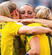 Kosovare Asllani jublar efter matchen. SIMON HASTEGÅRD / BILDBYRÅN