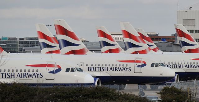British Airways-plan på Heathrow. LEON NEAL / AFP