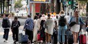 Tusentals personer evakuerades i Frankfurt under söndagsmorgonen. Michael Probst / TT NYHETSBYRÅN