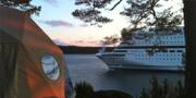 Island Lodge utsågs till ett av världens tio bästa hotell 2014 av Tatler och har just utsetts till en av världens tio mest glammiga campingplatser av Allt om resor. Island Lodge