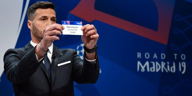 Mplvaktsikonen Julio Cesar vid lottningen FABRICE COFFRINI / AFP