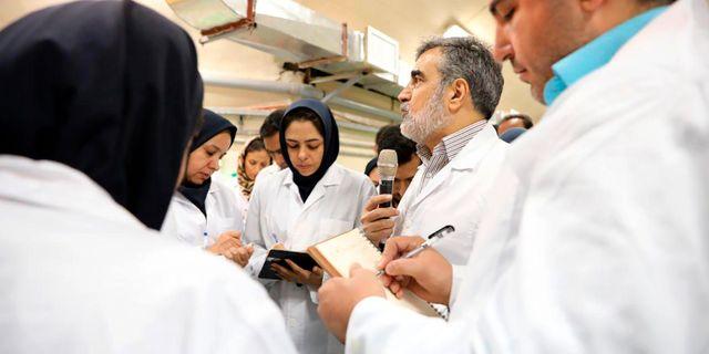 Journalister besöker kärnanläggningen i Fordo i Iran.  TT NYHETSBYRÅN