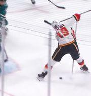Matthew Tkachuk lurade San Joses målvakt. NHL