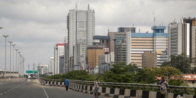 En öde motorväg i Nigerias största stad Lagos. Sunday Alamba / TT NYHETSBYRÅN