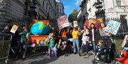 En miljöprotest i London under tisdagen.  Aaron Chown / TT NYHETSBYRÅN