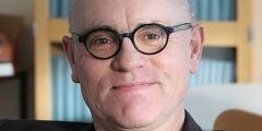 Professor i ekonomi, Stockholms universitet.  John Hassler