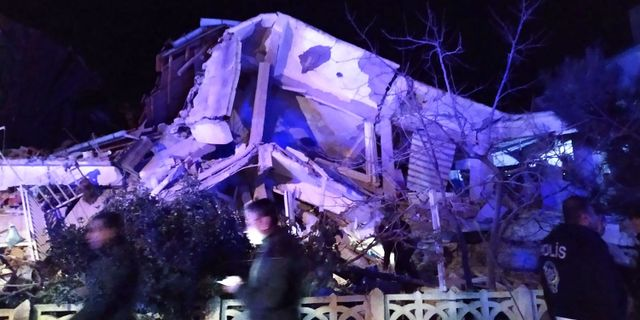 Fler hus har rasat samman efter skalvet. DHA / Demiroren News Agency (DHA)