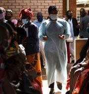 Människor på ett vaccinationscenter i Malawi.  Thoko Chikondi / TT NYHETSBYRÅN