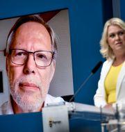 Kommissionens ordförande Mats Melin och socialminister Lena Hallengren. ALI LORESTANI/TT / TT NYHETSBYRÅN