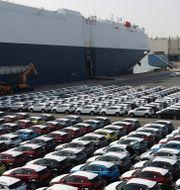 Bilar som ska på ett fraktfartyg utanför Seoul.  Kim Yong-tae / TT NYHETSBYRÅN