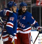New York Rangers Mika Zibanejad och Ryan Lindgren.  Elsa / TT NYHETSBYRÅN