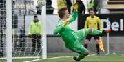 Andreas Andersson kunde inte rädda straffen han själv orsakade mot Blåvitt. Robert Henriksson/TT / TT NYHETSBYRÅN