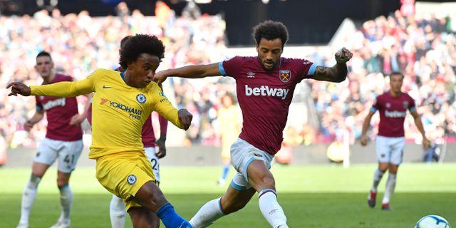Chelseas Willian och West Hams Felipe Anderson.  BEN STANSALL / AFP
