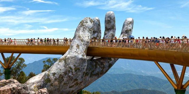 Den imponerande bron i Vietnam öppnade i juni 2018. Istock