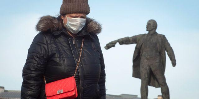 Kvinna i Ryssland. Dmitri Lovetsky / TT NYHETSBYRÅN