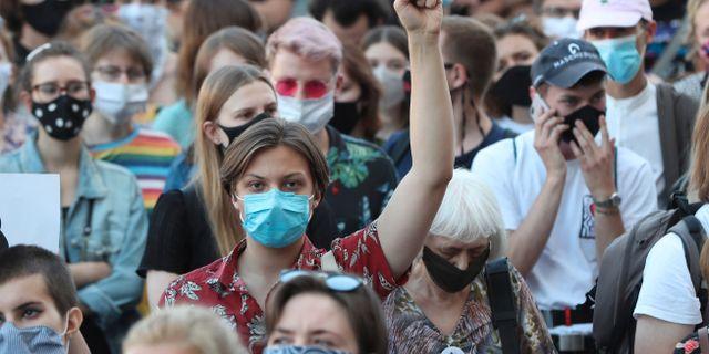 Protester mot beskedet den 24 juli. Czarek Sokolowski / TT NYHETSBYRÅN