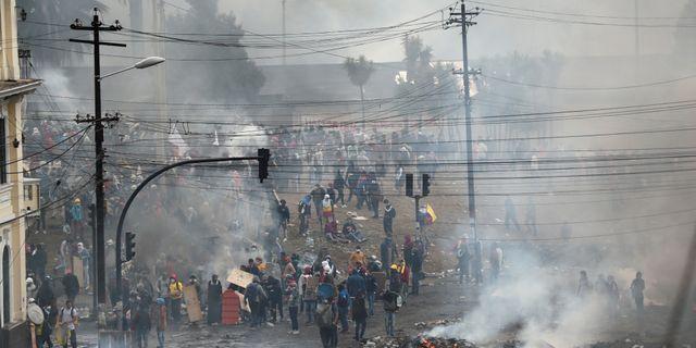 Quito har liknat en krigszon under demonstrationerna. IVAN ALVARADO / TT NYHETSBYRÅN